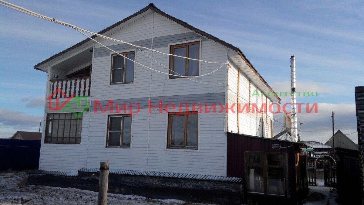 продается благоустроенный добротный коттедж, расположен на берегу озера иван 70 к...